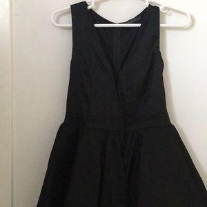 Dresses & Skirts - Elegant sleeveless dress